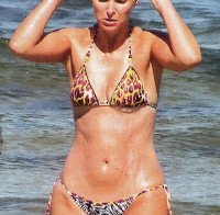 Cristina Ferreira de biquini na praia