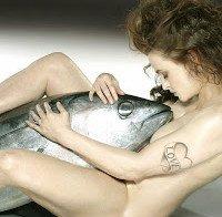 Helena Bonham Carter nua com um atum