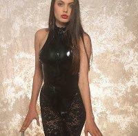 Corpo de Angelina Jolie de biquini (ensaio de 1991)