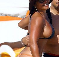 Maripily Rivera quase despida de biquini pequeno e tanga