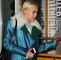 Miley Cyrus casual em Nova Iorque