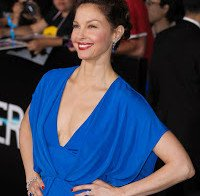 Ashley Judd e os seus decotes enormes