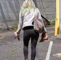 Hilary Duff perto de um estúdio em Los Angeles