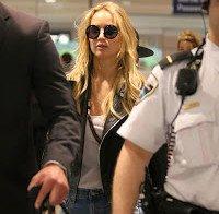 Jennifer Lawrence a chegar ao aeroporto de Trudeau
