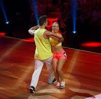 Isabel Silva de calções curtos mostra barriga no Dança Com as Estrelas