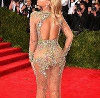 Beyoncé e Kim Kardashian praticamente nuas (vestidos transparentes)