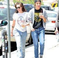 "Mãe de Kristen Stewart: ""Conheci a nova namorada de Kristen. Gosto dela"""