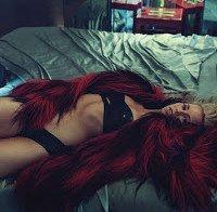 Elizabeth Banks sexy na revista Allure