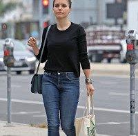 Sophia Bush de jeans apertados por Veneza