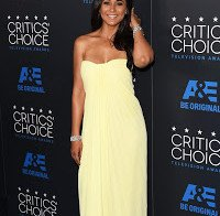 Emmanuelle Chriqui nos Critics Choice Television Awards