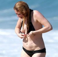 Nipple slip de Natasha Lyonne
