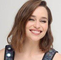 Emilia Clarke numa conferência de imprensa