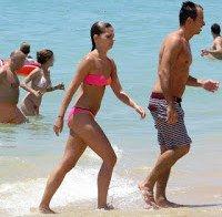 Benedita Pereira de biquini 2015 (na praia com namorado)