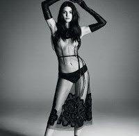 As mamas de Kendall Jenner topless (Vogue Japão Novembro 2015)