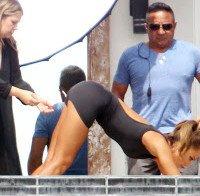 Jessica Alba a fazer ioga
