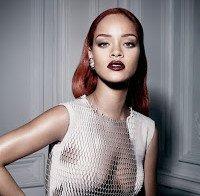 Rihanna na Dior (sem soutien e roupa transparente)