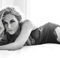 Kate Winslet de lingerie preta
