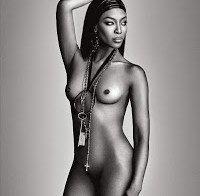 Naomi Campbell nua aos 45 anos