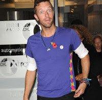 Chris Martin ultrapassou o divórcio a comer a Jennifer Lawrence, não a ler poesia