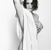 Kristen Stewart nua (só com uma toalha)