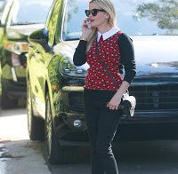 Reese Witherspoon a passear em Los Angeles
