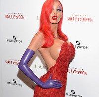 Heidi Klum ganha prémio de disfarce de Halloween mais bizarro