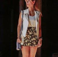 As pernas de Mariana Monteiro (mini-saia)
