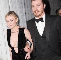 O enorme decote de Kirsten Dunst nos Globos de Ouro