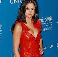 Selena Gomez com decote interessante (gala UNICEF 2016)