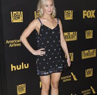 Jennifer Lawrence exibe pernas (Globos de Ouro)