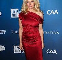 Pamela Anderson numa gala para beneficio do Haiti
