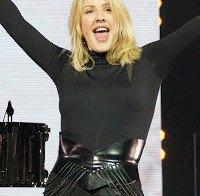 O corpo de Ellie Goulding em atuação