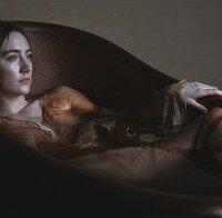 Saoirse Ronan em sessão fotográfica