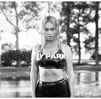 Beyoncé sensual em lançamento de roupa desportiva