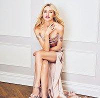 As longas pernas de Naomi Watts