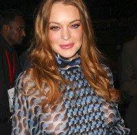 Lindsay Lohan com os mamilos à mostra