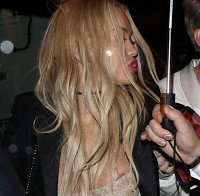 Descuido de Rita Ora (nipple slip)