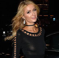 As mamas de Paris Hilton (roupa transparente)