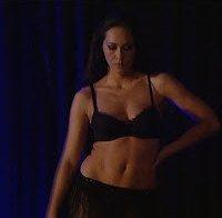 Mais uma vez, Débora Monteiro de lingerie (striptease)