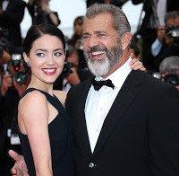 Mel Gibson, 60, tem uma namorada de 25 anos