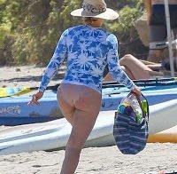 O rabo de Hillary Duff de biquini