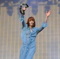 Florence Welch com vestido transparente