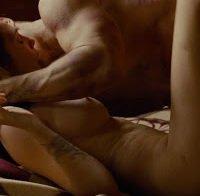 Elizabeth Olsen nua em cena de sexo (2013)