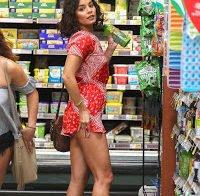 O rabo de Vanessa Hudgens no supermercado
