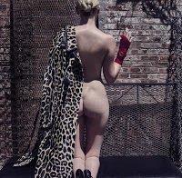 Lara Stone nua na Vogue Italiana