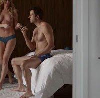 Michelle Pieroway de topless em série