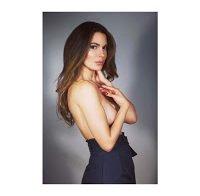 Nadine Velazques em topless