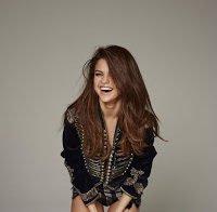 Selena Gomez sensual em revista