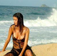 Recordando as mamas de Adriana Lima em 2004 (topless)