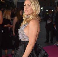 Ellie Goulding com vestido transparente